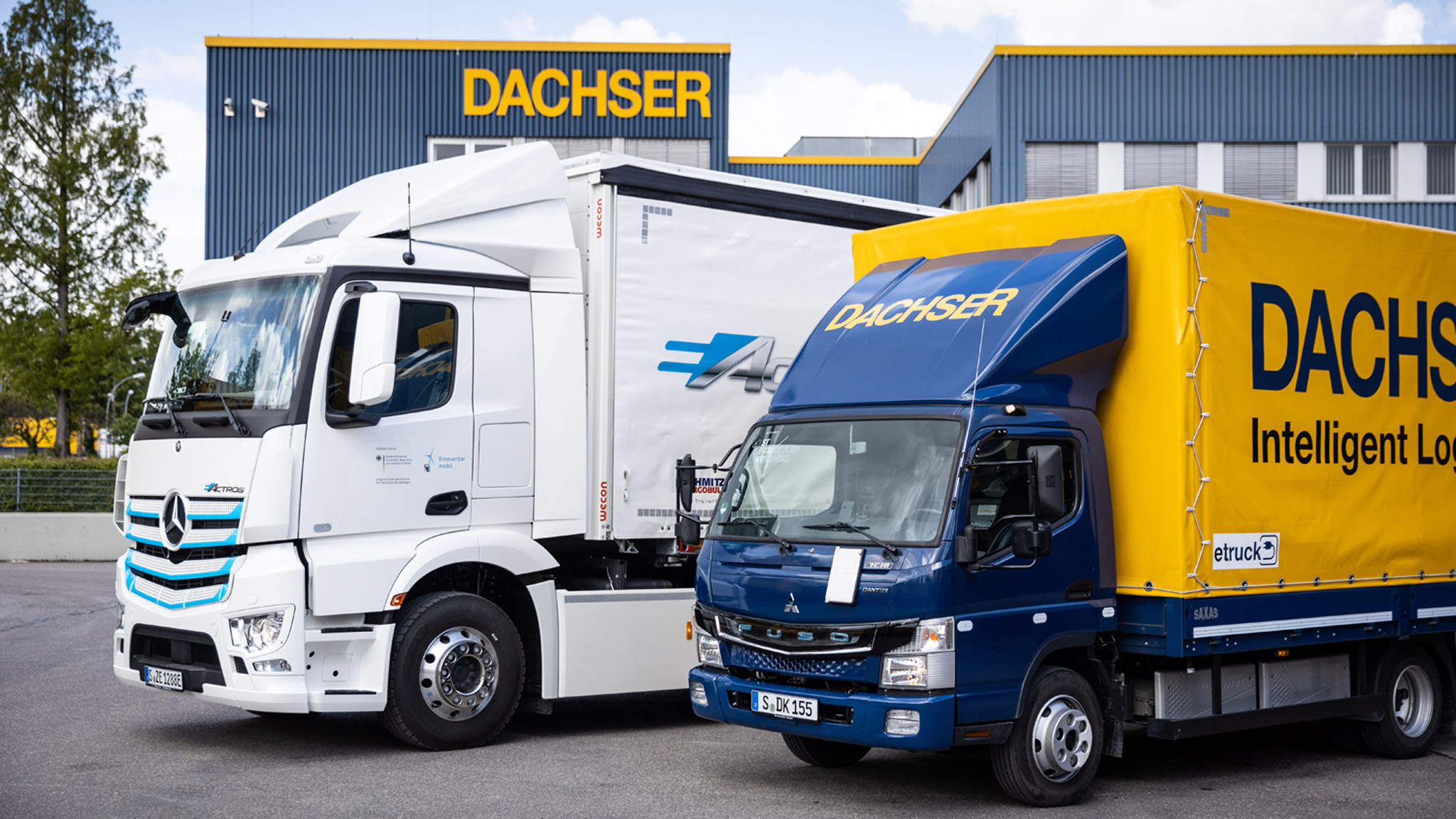 All-electric trucks enabling DACHSER Emission-Free Delivery in Stuttgart: Mercedes-Benz eActros (left) and FUSO eCanter (right)